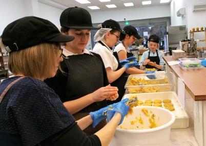 Forming potato cakes